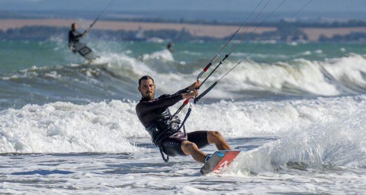 Les conseils indispensables pour apprendre rapidement le kitesurf